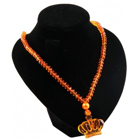 Oranje kralen ketting met kroon. leuke kralen ketting met een kroon als bedeltje. zowel de kralen als de ...
