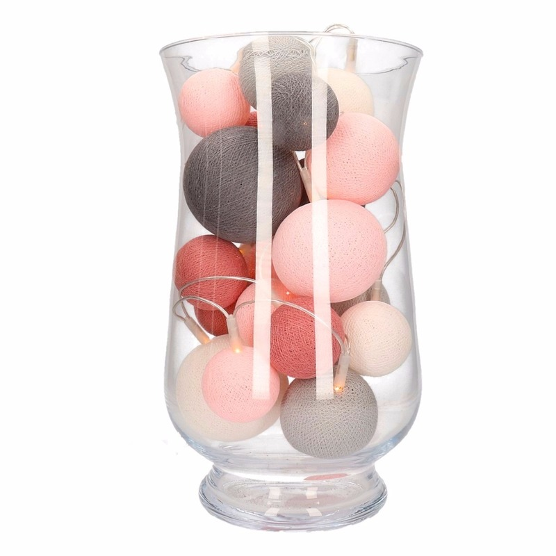 Sfeerverlichting perfect combi roze-grijze balletjes in vaas